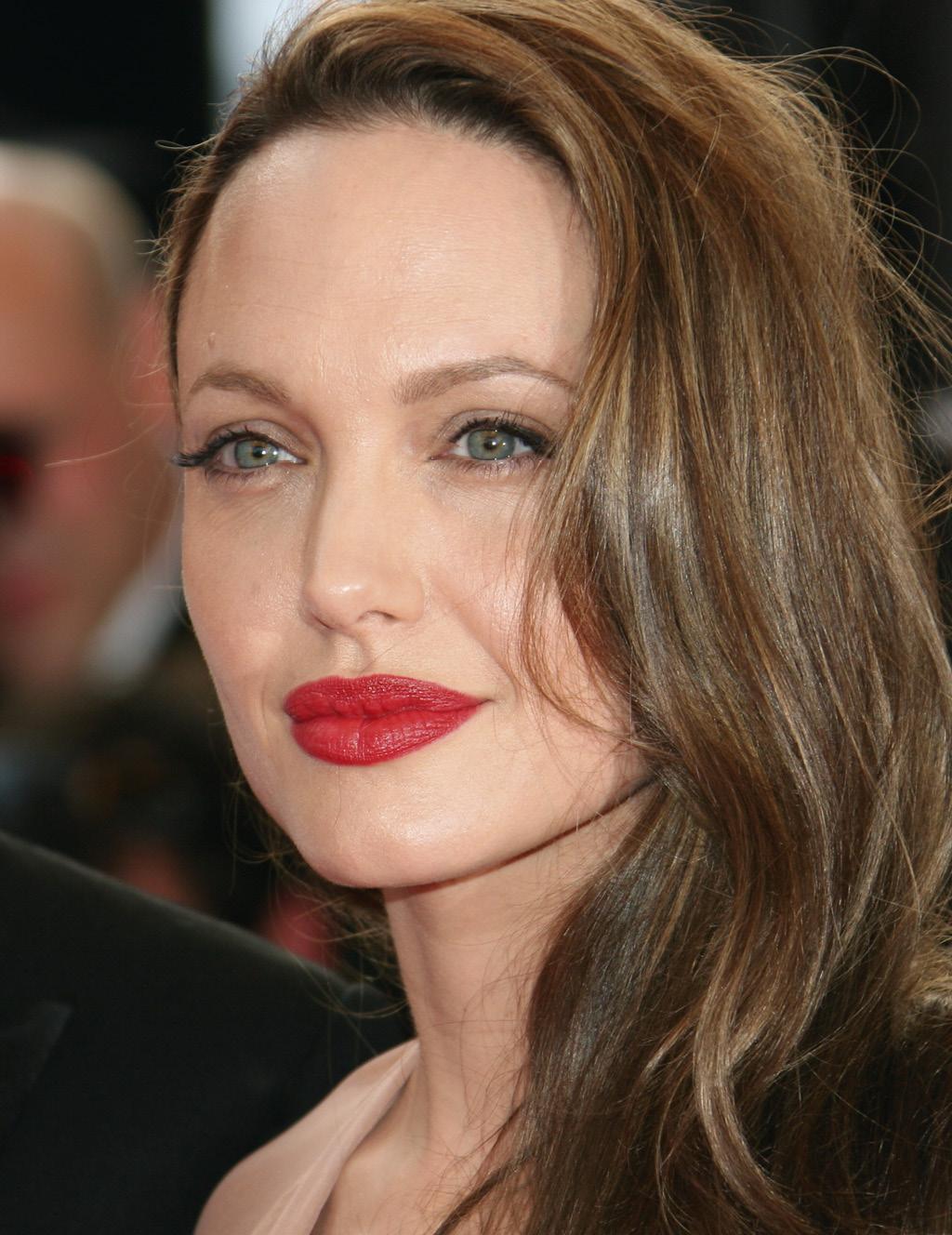 Анджелина Джоли ответ