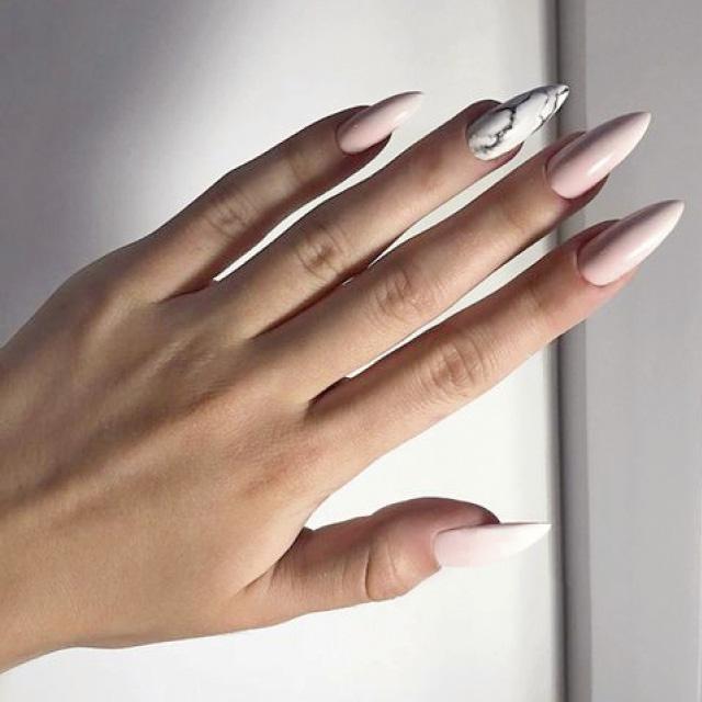 Маникюр на форму ногтей Стилет