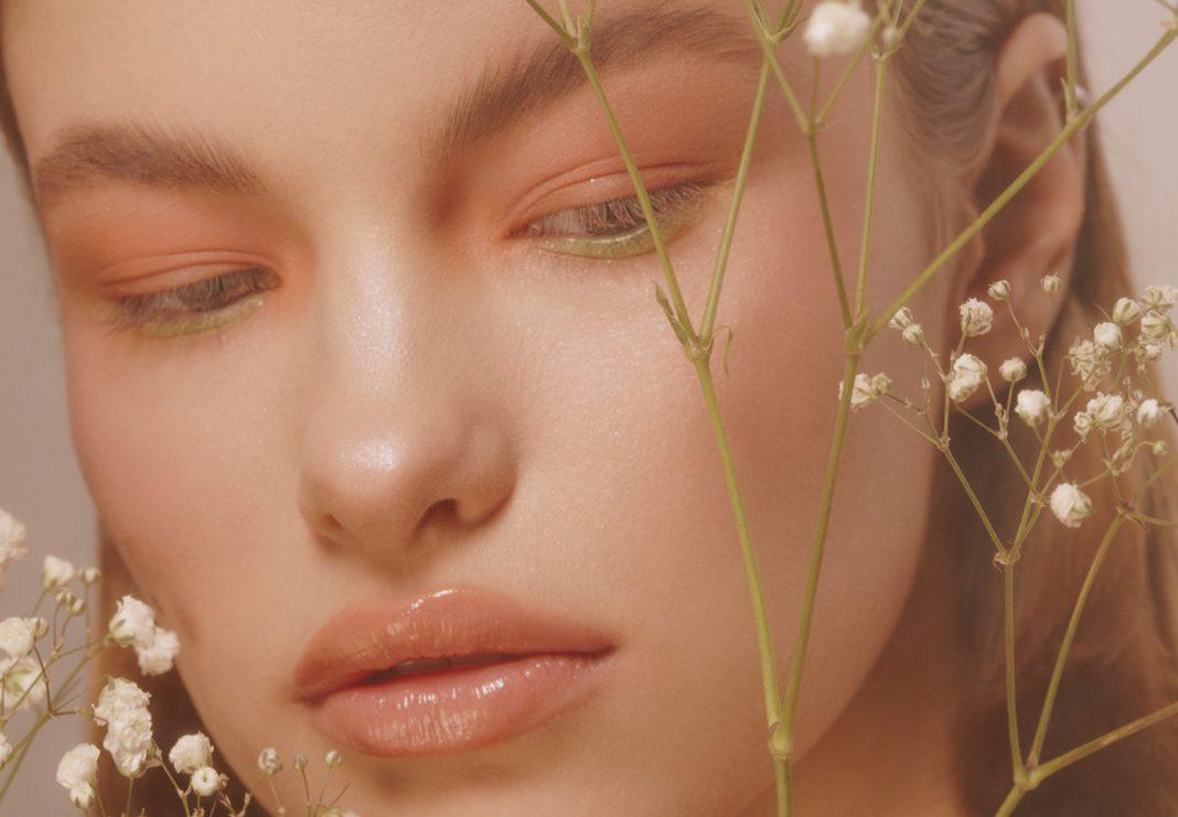 нежный макияж с живыми цветами