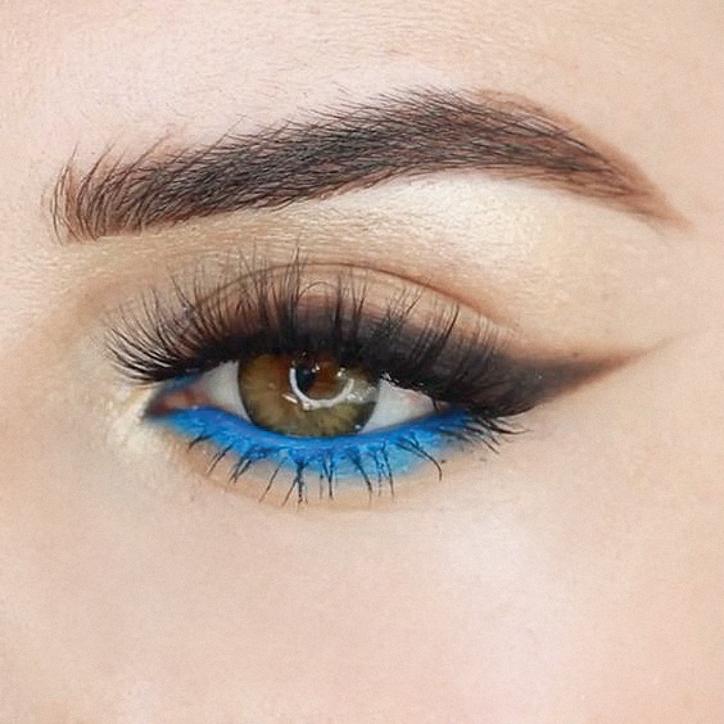 Легкий макияж синими тенями для зеленых глаз