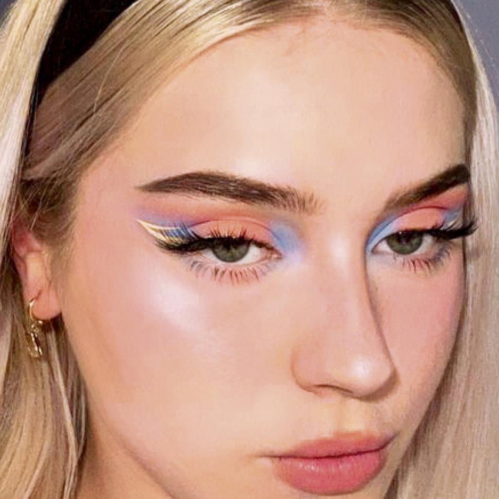 Легкий макияж синими тенями голубых глаз 2