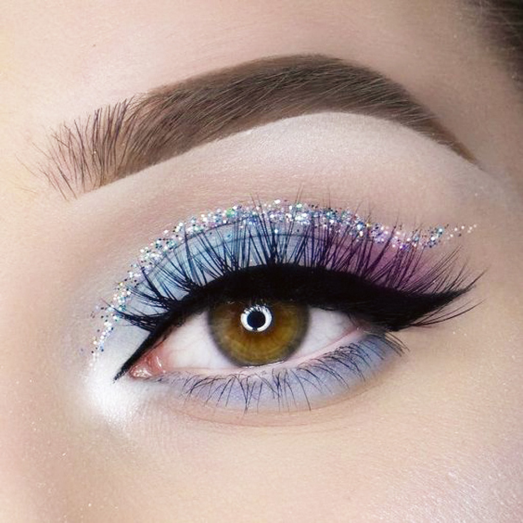Нестандартный макияж синими тенями для карих глаз средства 2