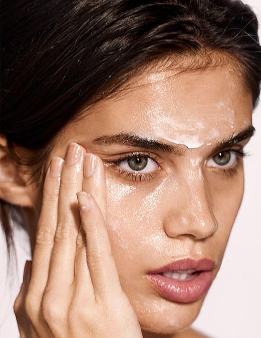 Очищение кожи маслянистыми текстурами