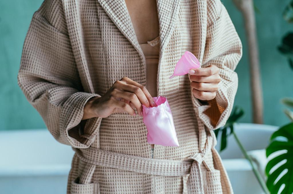 Как ухаживать за менструальной чашей и как хранить