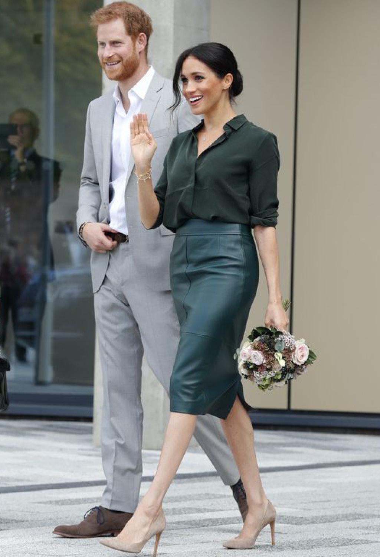 одеваться герцогиня Сассекская предпочитает элегантно но ярко 2