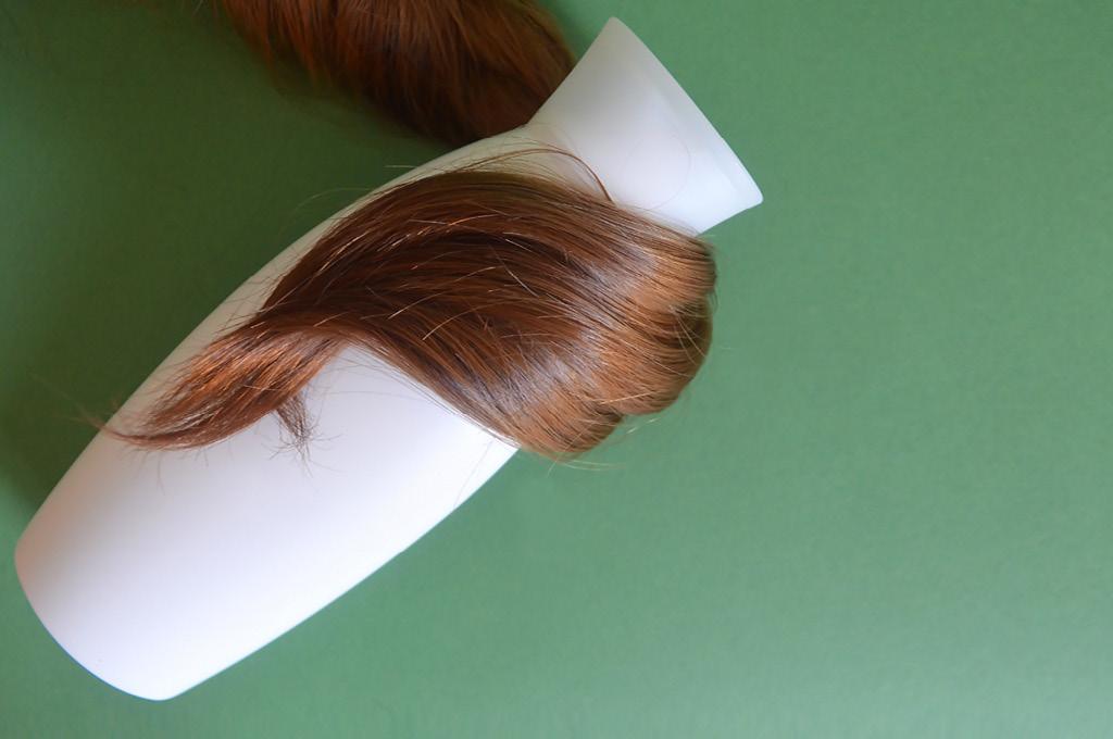 сухие волосы или вьющиеся пушистые лучше мыть шампунем два раза в неделю