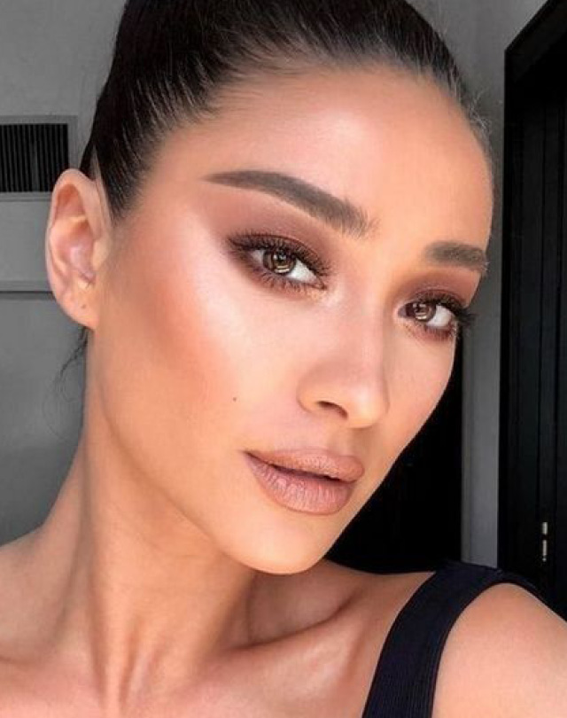 Ошибки макияжа блестящие тени да