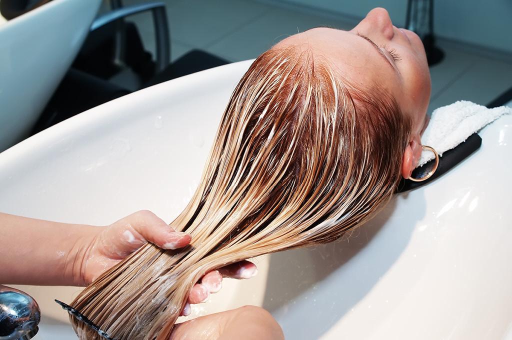 Сколько стоит окрашивание волос