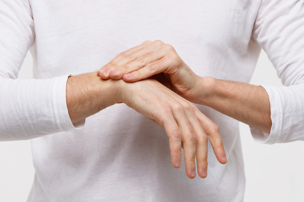 уход за кожей рук мужчины