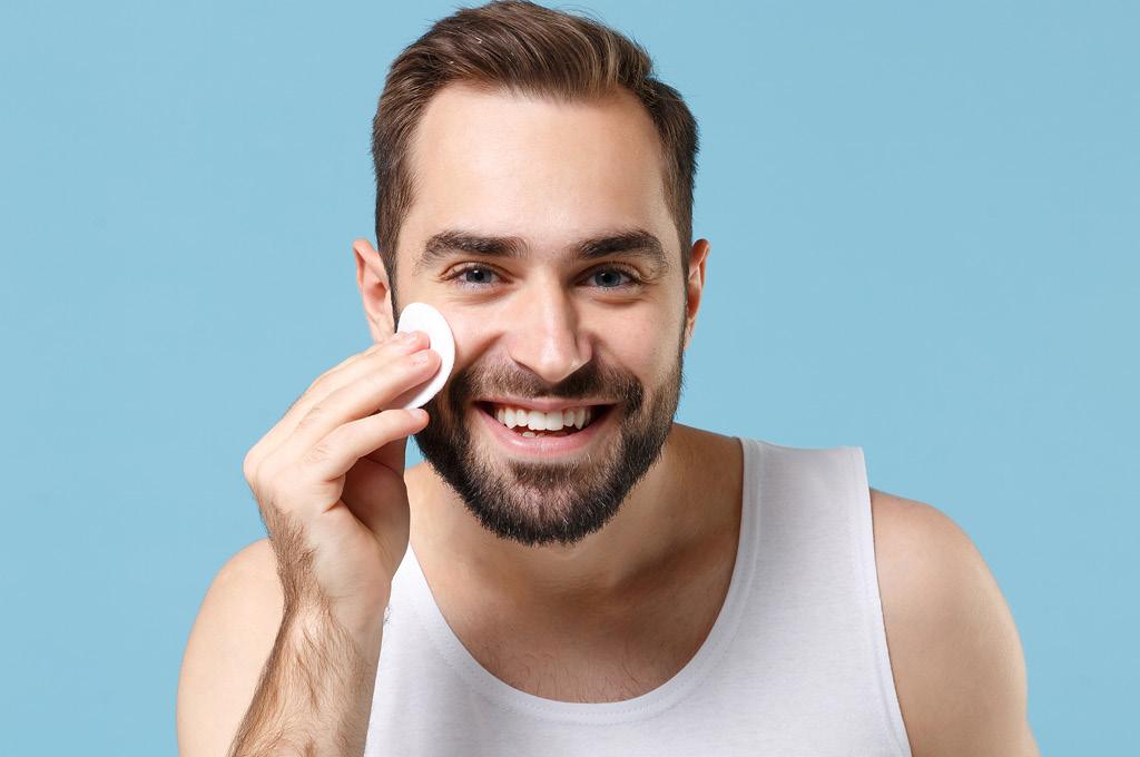 Защита кожи лица мужчины