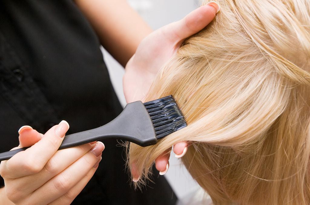 Как обесцветить волосы: доступные варианты