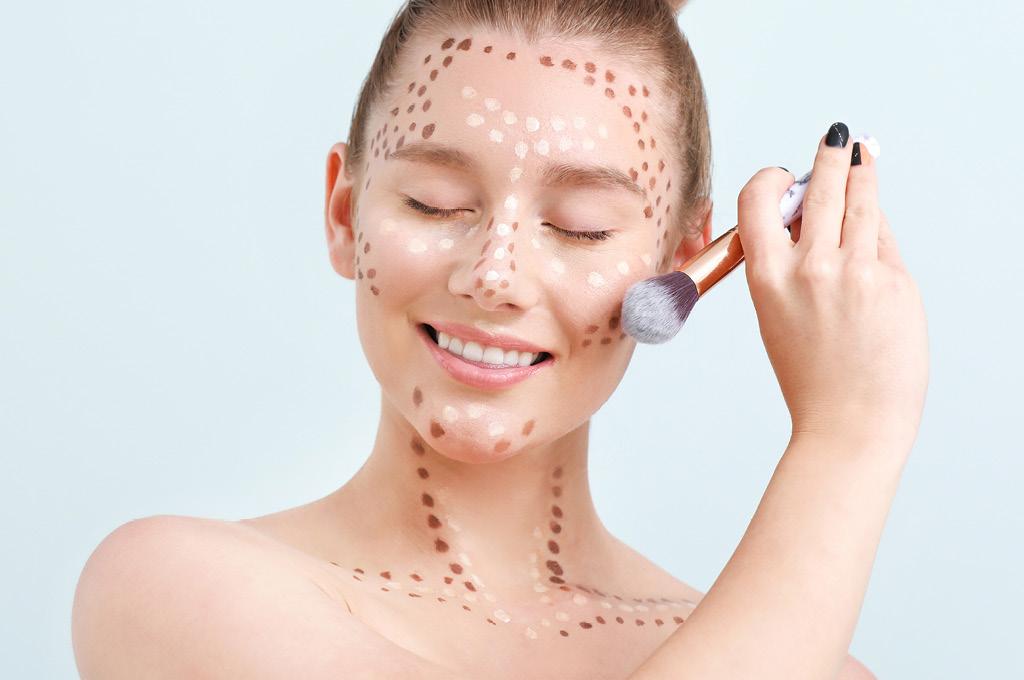 Привести лицо в форму быстро с помощью макияжа