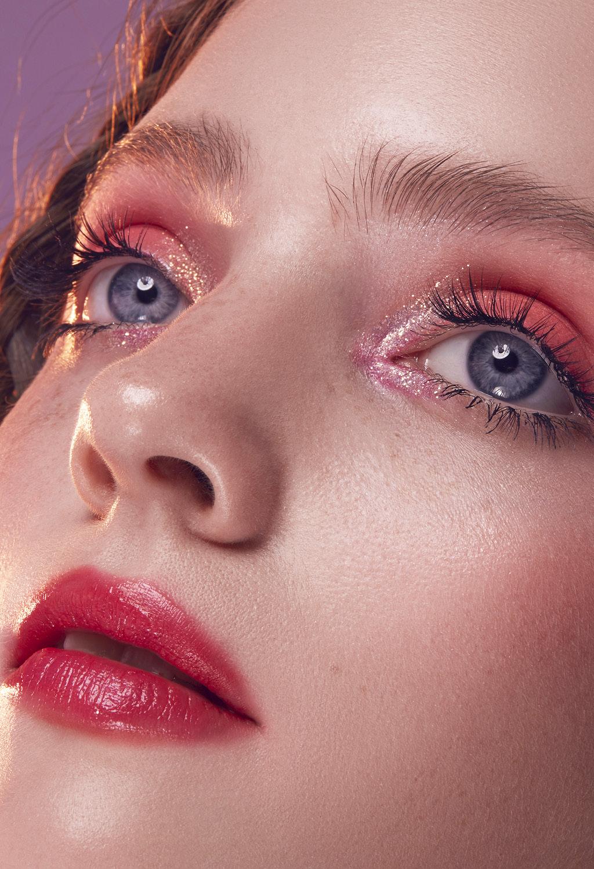 Варианты яркого макияжа глаз Глиттер