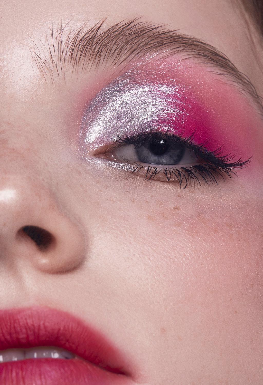 Варианты яркого макияжа глаз Хром