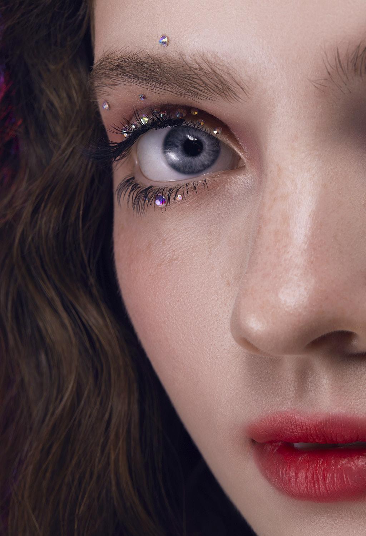 Варианты яркого макияжа глаз Кристаллы