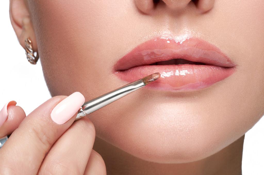 Как правильно использовать блеск для губ