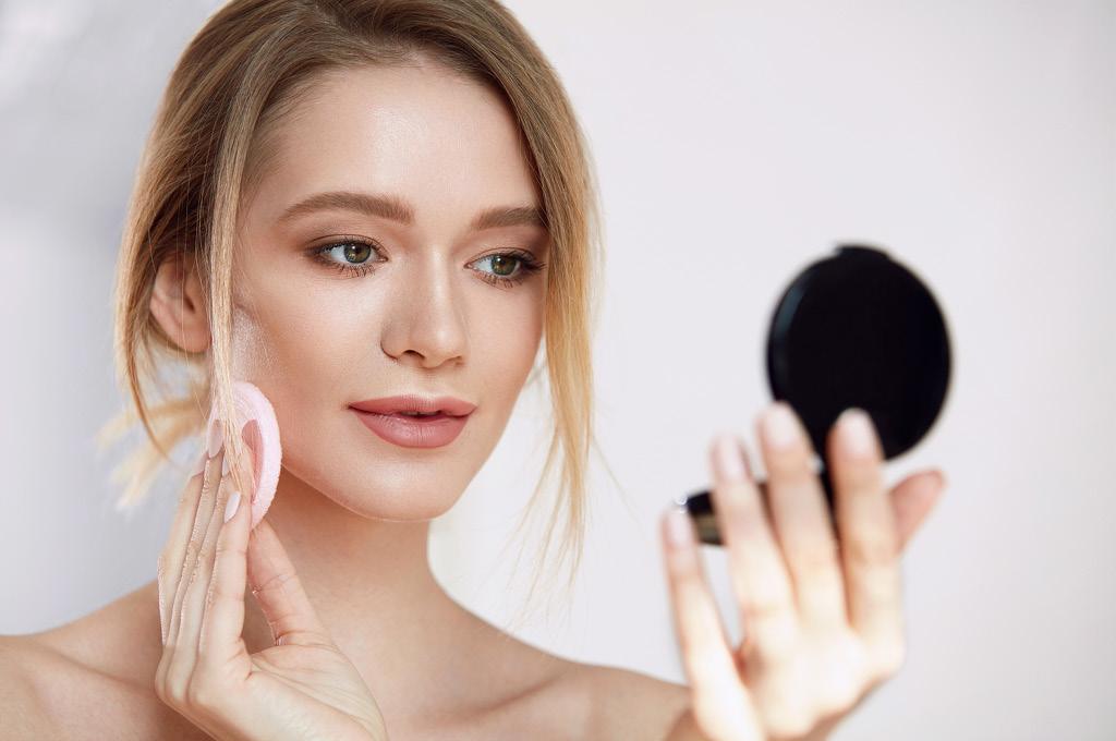 Основные заблуждения: Минеральная пудра ухаживает за кожей