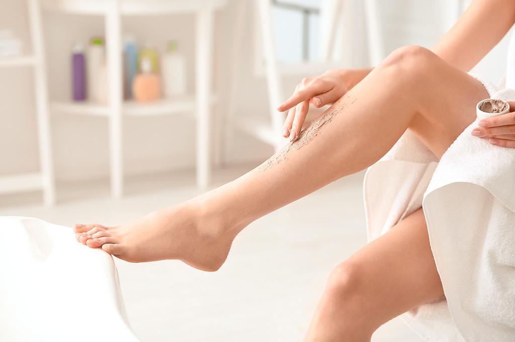 Как правильно брить ноги: Начни с пилинга