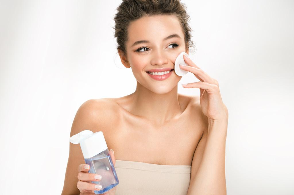 Что лучше — мицеллярная вода или другие средства для снятия макияжа?