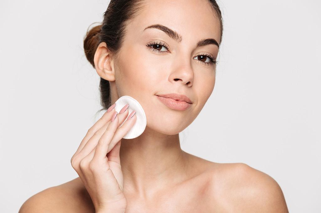 Очищение кожи перед чисткой лица