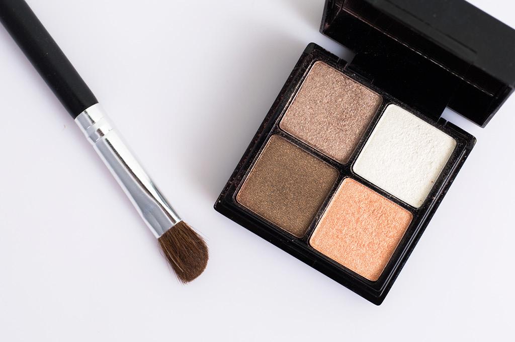 Скошенная кисть для макияжа и моделирования глаз