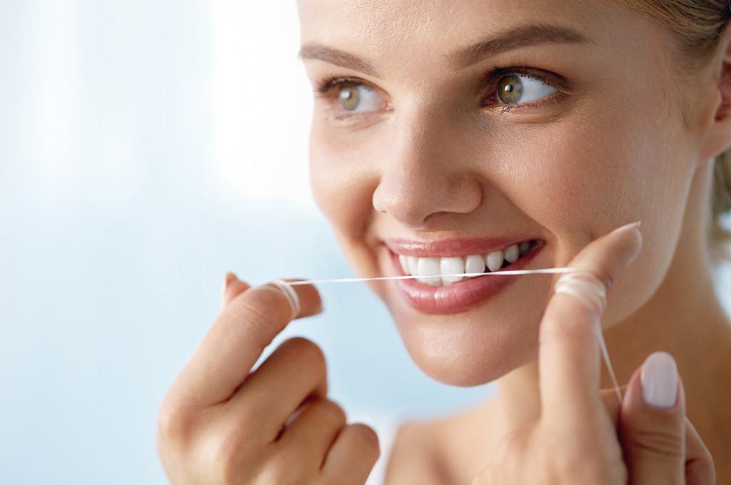 Завершив чистку зубов перейди к чистке межзубного пространства с помощью флосса