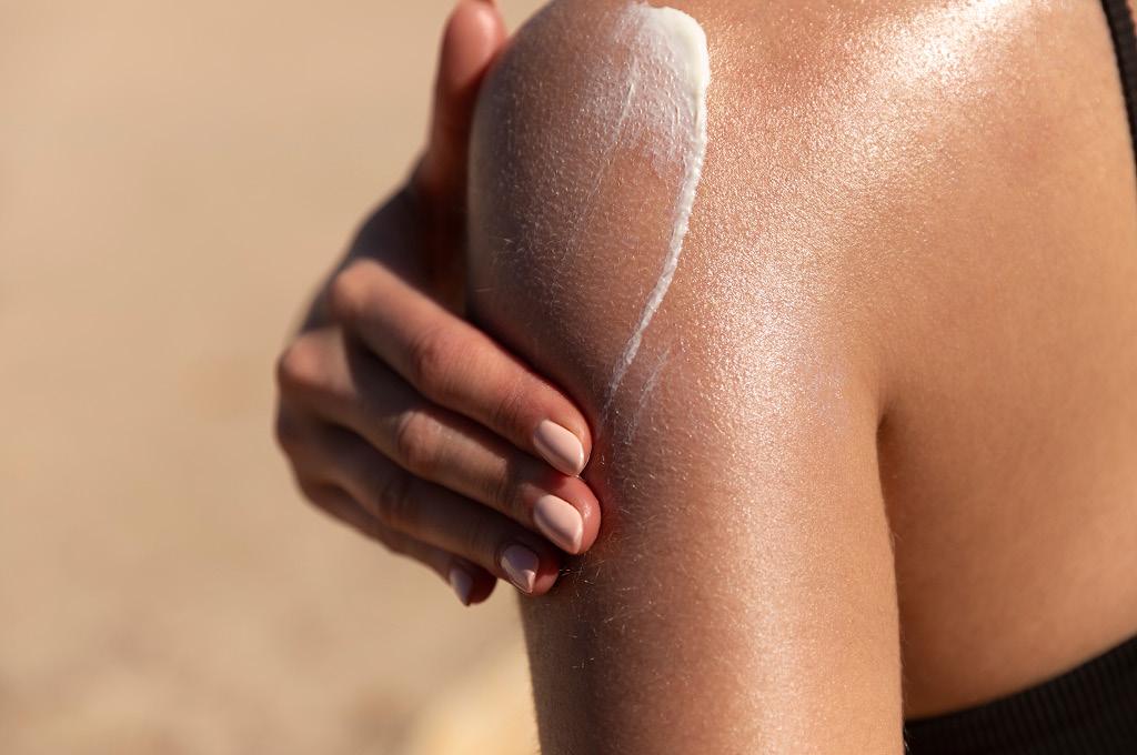 Как и чем увлажнять кожу для продления загара
