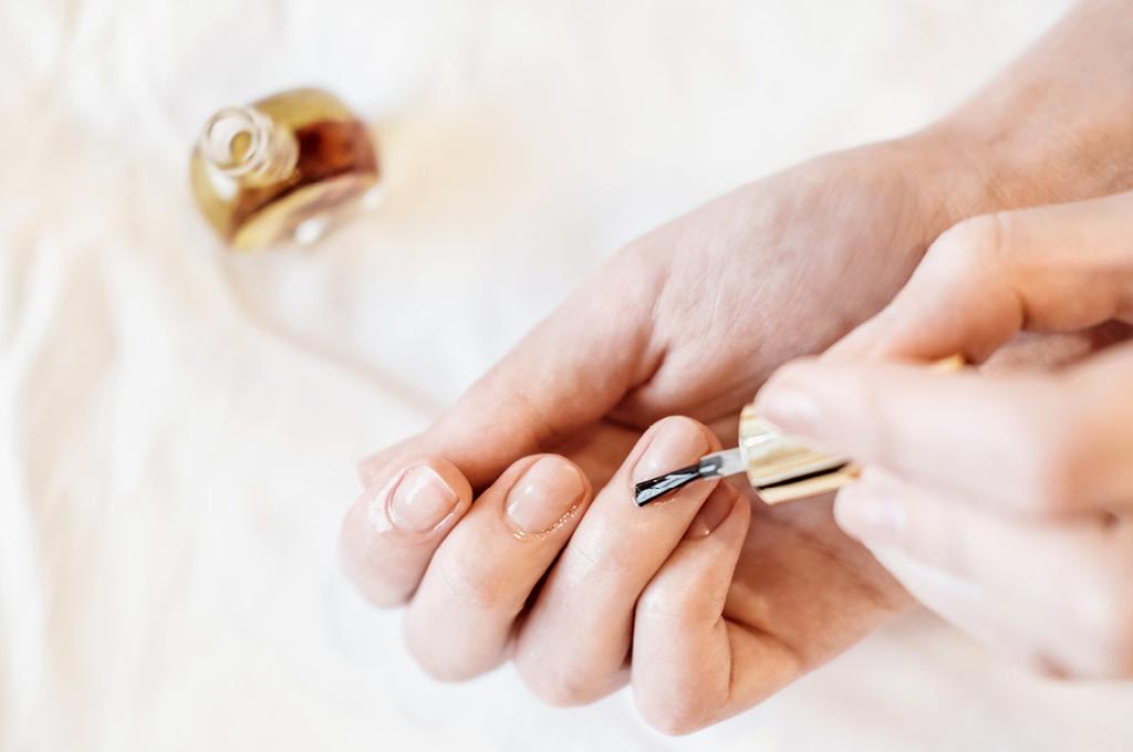 Как убрать желтизну с ногтей полезные советы: Профессиональные отбеливающие средства